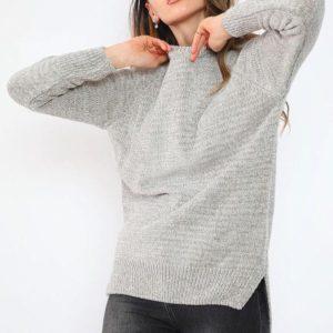 Το Chenille Sweater είναι μια πλεχτή μπλούζα σε μαλακή ύφανση. Ευκολοφόρετη και σπορ , συνδιάζεται όμορφα με απλο casual ντύσιμο , τζι, αθλητικά και φλάτ μποτάκια !