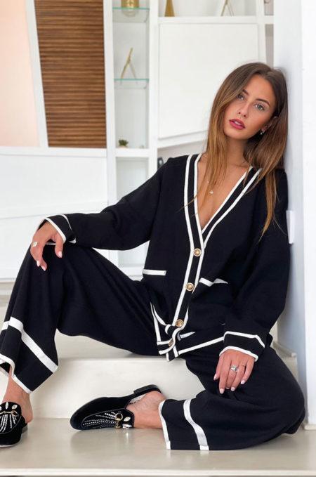Ξεχωρίστε χωρίς προσπάθεια με FINE Πλεχτή Oversized Παντελόνα in black,Ηεξαιρετικάμαλακήτηςπλέξηκαιηminimalαισθητικήτης,τηνκάνειιδανικήγιατηνμεταβατικήαυτήπερίοδο.