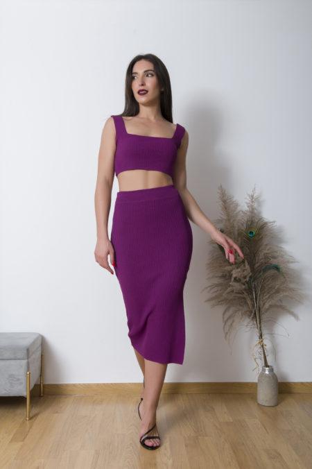 Φορέστε την Fall Ribbed Midi Skirt με t-shirt ή απλό crop τοπάκι και casual αθλητικά παπούτσια. Άνετη και ευκολοφόρετη για όλη την μέρα !