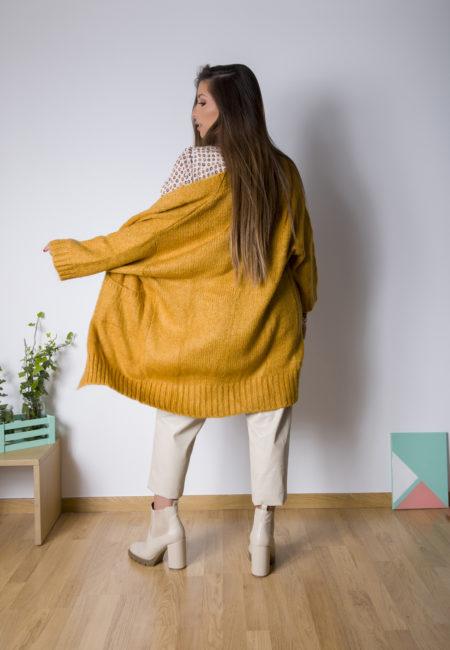 Η One Oversized Knitted Cardigan με φαρδύ μανικί 3/4 ,είναι η πιο μαλακή και ζεστή ζακέτα της συλλογής μας ! Κατάλληλη να φορεθεί και σε εξωτερικούς χώρους αντί για παλτό ή αλλο outwear , είναι ιδανική επιλογή για καθημερινά looks χωρίς πολλή σκέψη