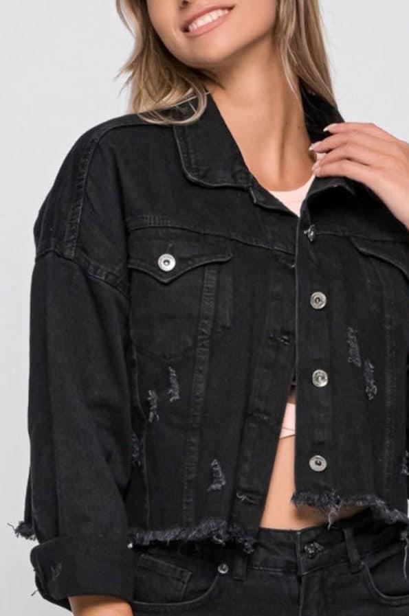 Συνδιάστε το τζιν cropped με πραγματικά οτιδήποτε! Με κανονική γραμμή και κοντό μήκος είναι το ιδανικό jacket για κάθε μεταβατική περίοδο!