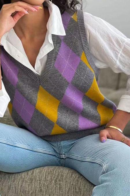 Η νέα Αμάνικη Πλεχτή Καζάκα θα γίνει το αγαπημένο σας κομμάτι για αυτην την μεταβατική περίοδο! Εξαιρετικά μαλακή και ζεστή συνδιάζεται απο το πρώι ! Για ενα super updated look φορέστε την με ένα oversized πουκάμισο, printed καλσόν και αθλητικά minimal παπουτσιά .