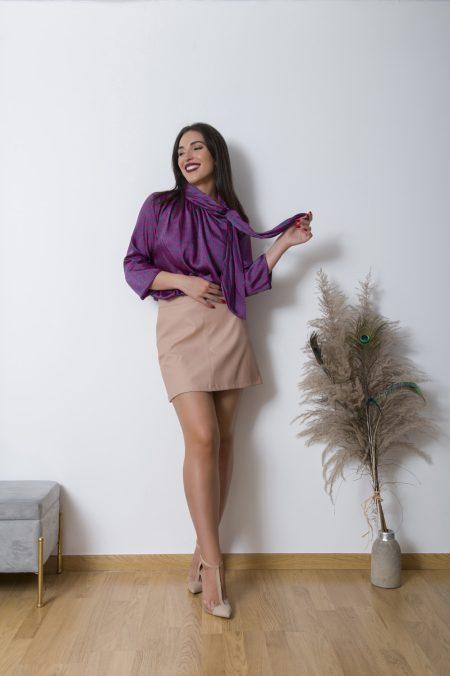 Η Leather Mini Skirt 70's απο συνθετική δερματίνη είναι η πιο κομψή μίνι φούστα που μπορείτε να δοκιμασέτε! Ανετη και ελαστική δημιουργεί ένα push up εφέ βοηθώντας το σώμα να φαίνεται αρμονικό . Συνδιάζεται τόσο με καλσόν και πλεχτά για το χειμώνα όσο και πουκαμίσες και t-shirt για τις μεταβατικές περιόδους!