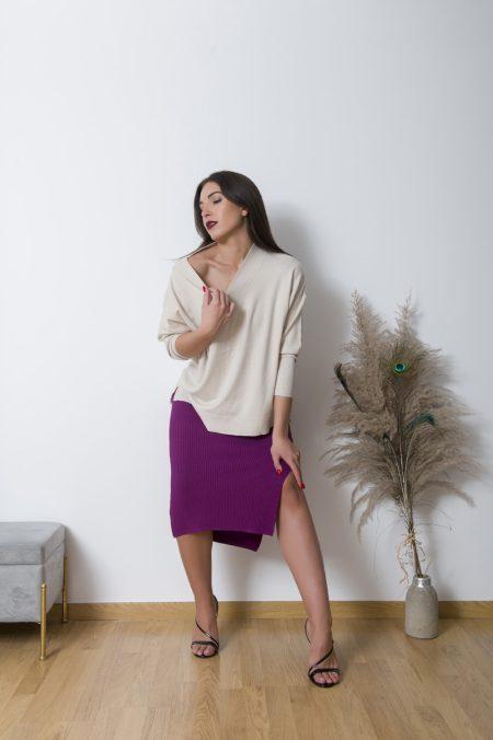 Κλασικό και αγαπημένο το Jasmine Oversized Sweaterδεν πρέπει να λείπει απο καμια ντουλάπα.Είναι το πιο διαχρονικό μας πουλόβερ σε απλή μίνιμαλ oversized γραμμή και πολυ πολυ μαλακή ύφανση .Κατάλληλο για ευαισθητά δέρματα και ανθρωπούς με αλλεργίες το Jasmine Oversized Sweater μπορεί να φορεθεί κατευθείαν πάνω στο δέρμα χωρίς να προκαλέσει καμία ενόχληση