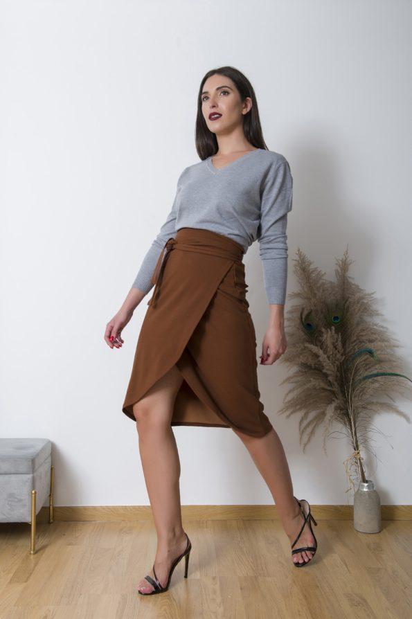 Φορέστε την ΚρουαζέΦούστα με οποιοδήποτε εφαρμοστό τοπ ή κορμάκι για μια ultra feminine εμφάνιση ,ή συνδιάστε την με ένα κλασικό πουλόβερ σε άνετη γραμμή για ενα εύκολο καθημερινό και office look !