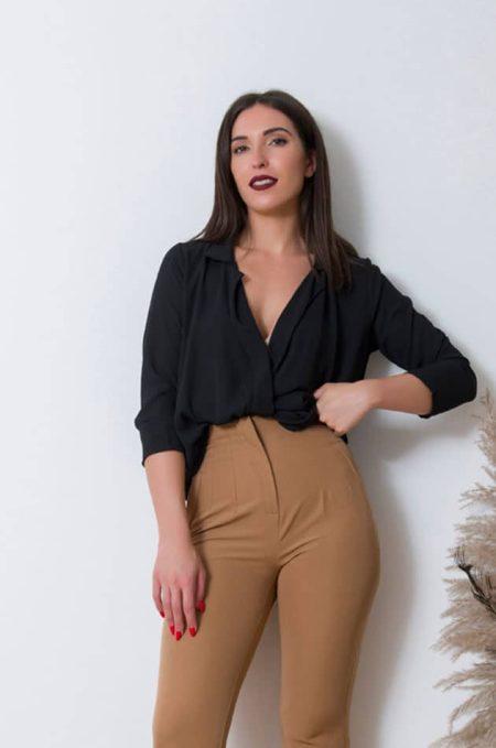 Tο Salty κρουαζέ Πουκάμισοείναι μια ευκολοφόρετη μπλούζα σε στυλ πουκαμίσου σε ελαστική γραμμή .Γίνεται το go to για κάθε μέρα.!