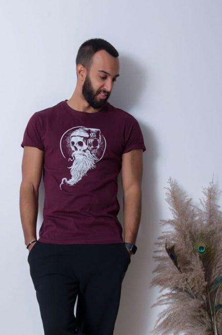 Tshirt Skull σε κανονική γραμμή,οργανικό cotton φιλικό προς το περιβάλλον.Η unisex αθλητική γραμμή του, το καθιστά ευκολοφόρετο τόσο απο άντρες όσο και απο γυναίκες. Στη φωτογραφία ο Σάββας φοράει large size.
