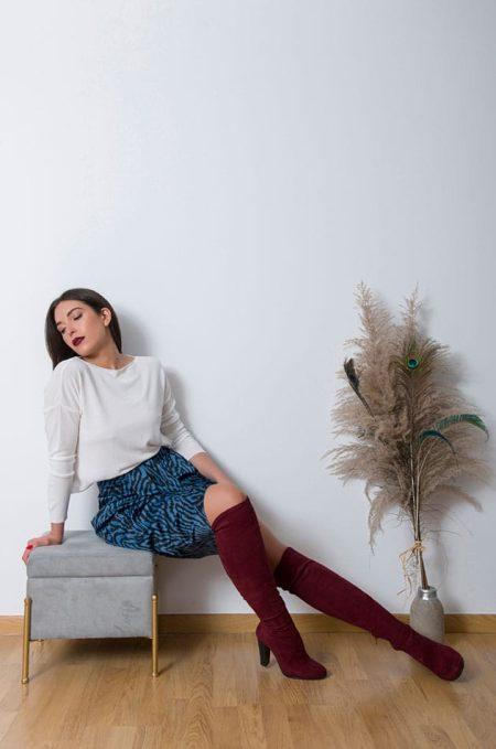 Εφαρμόζει σωστά στις καμπύλες και αναδεικνύει την σιλουετα , φορέστε την Midi Satin Animal Print Skirt με κορμάκι η΄εφαρμοστό τοπ και μποτάκια ένα ύπεροχα updated look !