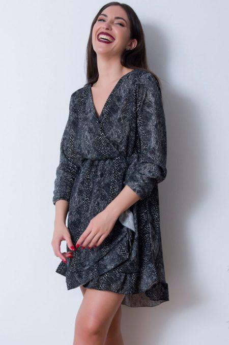 Το Mini ΦόρεμαΚρουαζέ in Grey Pattern, είναιέναάνετοφαρδύφόρεμασεπολύμαλακόύφασμαπουπέφτει ανάλαφραπάνωστοσώμα.ΚαλύπτειέωςXlargeplusνούμεροκαιέχειballoonεφαρμογή.