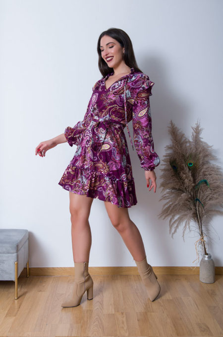 Το Alexa Φόρεμα, είναιένα ευκολοφόρετο λαχουρένιο φόρεμασεπολύμαλακόύφασμαπουπέφτει ανάλαφραπάνωστοσώμα. Οι τονισμενοί του ώμοι του δίνουν ένα πιο σοφιστικέ look ,συνδιάστε το με μποτάκια ή μπότες μεχρι τη γάμπα και bomber jacket για ένα σύγχρονο αποτελεσμά .