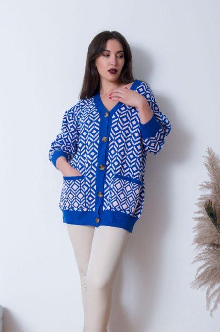 Ξεχωρίστεχωρίςπροσπάθεια με την Oversized Ζακέτα Best in Blue.Ηεξαιρετικάμαλακήτηςπλέξηκαιη funkyαισθητικήτης,τηνκάνειιδανικήγιατηνεποχή ! Συνδιάστε την με τζιν και παντελόνες και ενα ανεπιτήδευτα όμορφο look.