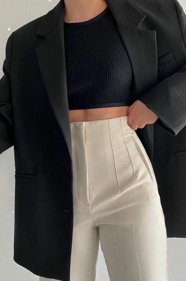 Φορέστε το Mad ΨηλομεσοΠαντελόνι Με Πιέτες απο το πρωί εως το βράδυ χωρίς κανένα πρόβλημα! Το ελαστικό του ύφασμα το κανεί μοναδικά άνετο καθώς δεν τσαλακώνει και δεν χρειάζεται σίδερο. Ψηλόμεσο και cropped το παντελόνι αυτο έχει μια θέση σε κάθε ντουλάπα!