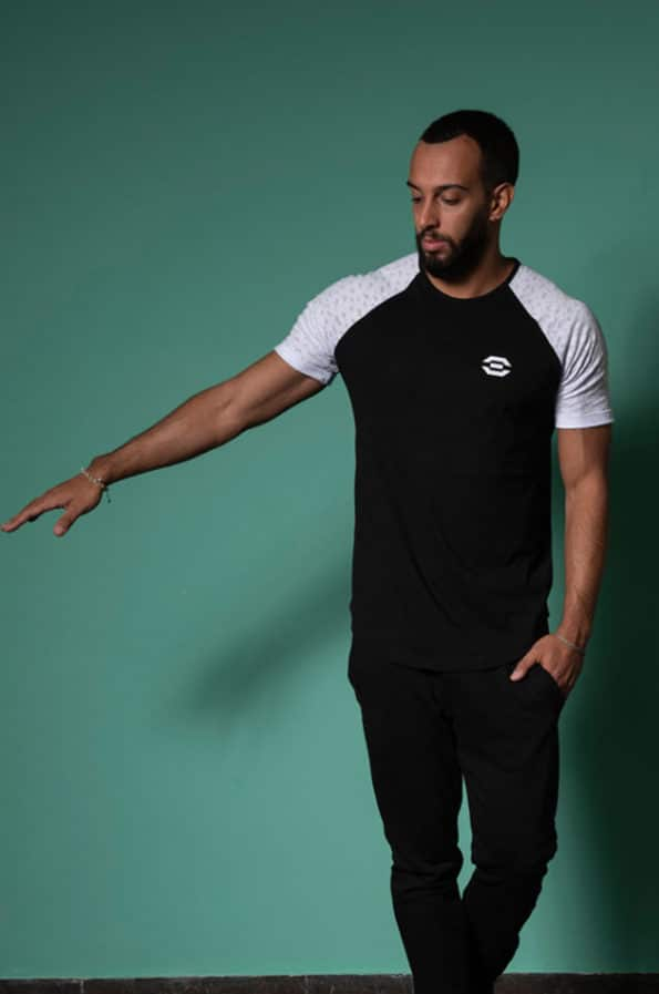 Sport collection Men By SYLD  Κωδικός:87 TshirtΔΙΧΡΩΜΟ Κανονική προς ΧαλαρήΕφαρμογή Ύφασμα:Cotton  TshirtΔΙΧΡΩΜΟ σε κανονική προς χαλαρή γραμμή,οργανικό ύφασμα φιλικό προς το περιβάλλον.Η unisex αθλητική γραμμή του, το καθιστά ευκολοφόρετο τόσο απο άντρες όσο και απο γυναίκες.